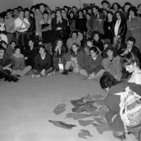 Denys Blacker. Cut Piece de Yoko Ono (1964)