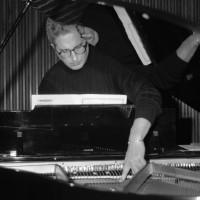 Jean-Pierre Dupuy interpreta John Cage